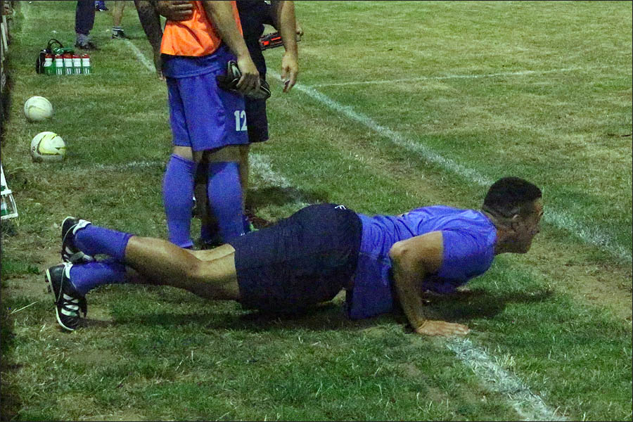 In the other competition, Jets RAF coach James Hall took on the Crawley Green RAF manager in a press ups challenge
