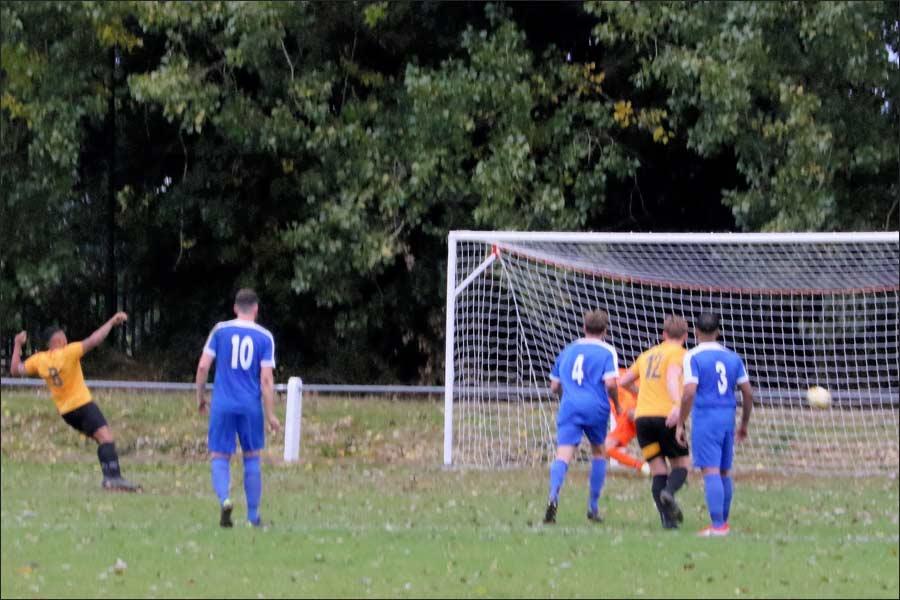 Stotfold convert from the penalty spot, 1-1
