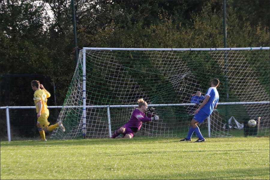 Broxbourne go 2-1 up as the Jets defence goes AWOL