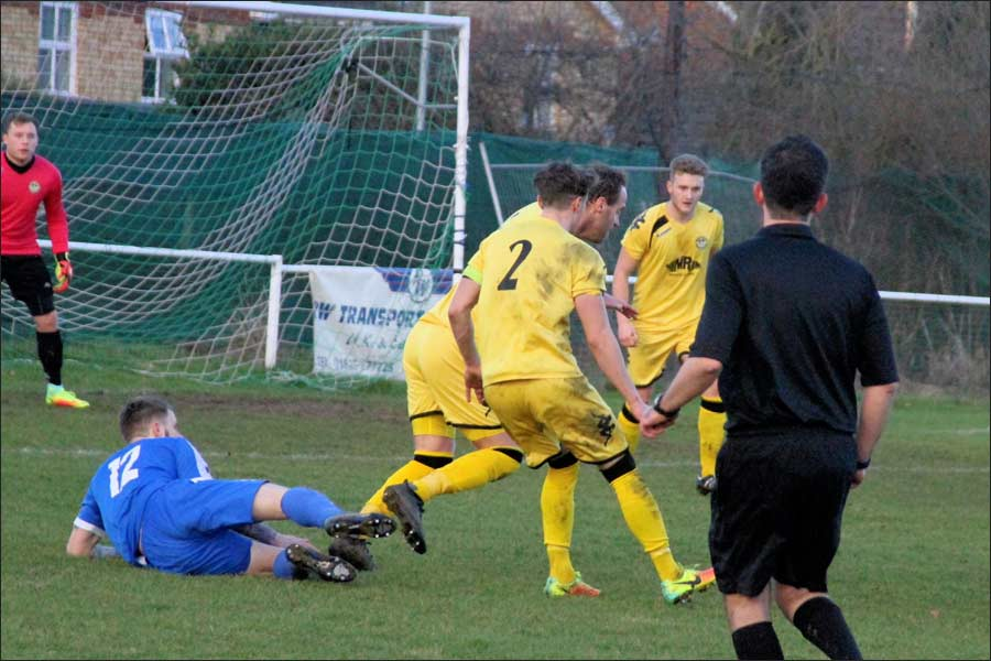 Beardo flattened by three defenders but no penalty given