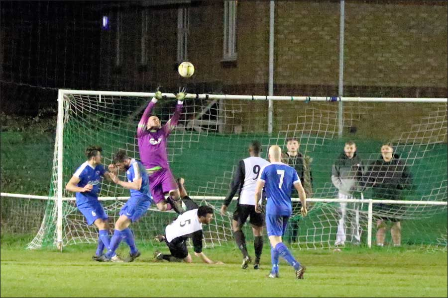 Penalty against Jets as Berko attack goes down at the keeper's feet